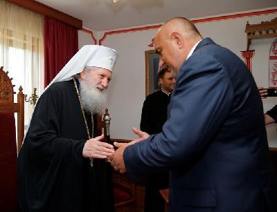 300 литра курбан раздават в Бачково. Патриархът чака Борисов в Троянския манастир за Голяма Богородица