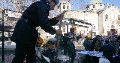 Рибен курбан пред моряшкия храм зарадва варненци на Никулден